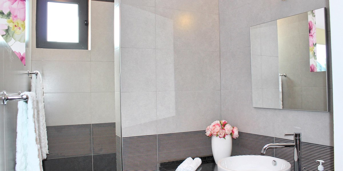10 Our Madeira Graycis House Bathroom En Suite To Master
