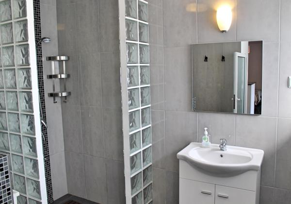 12 Our Madeira Graycis House Bathroom En Suite To Bedroom 2
