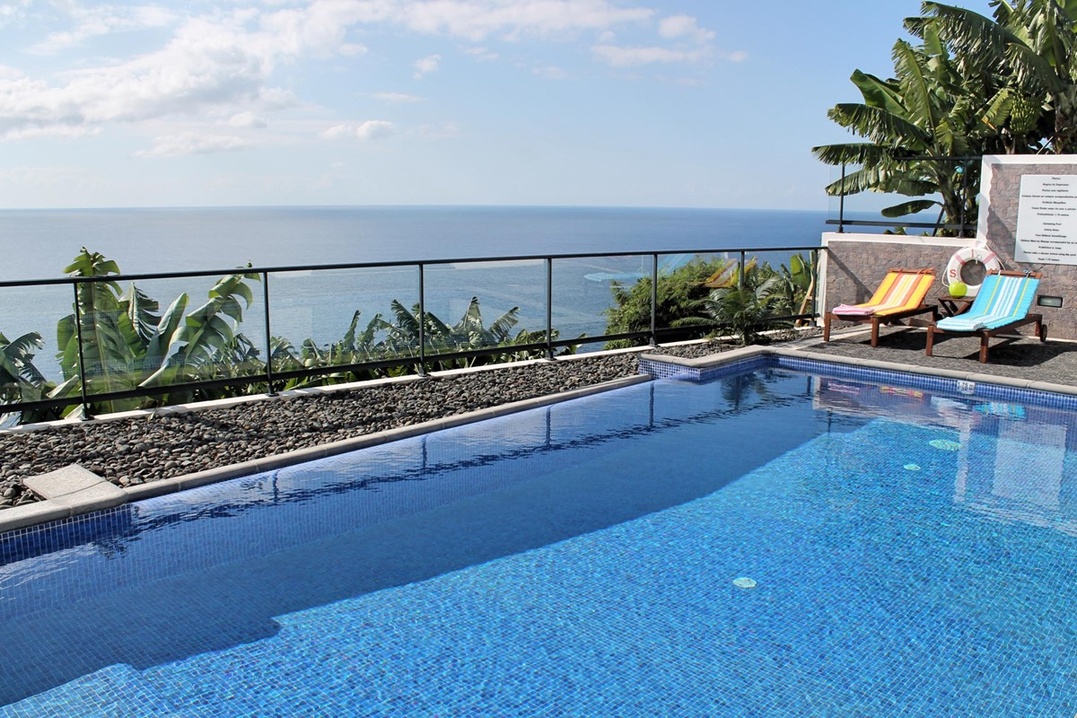 28 Our Madeira Graycis House Pool And View