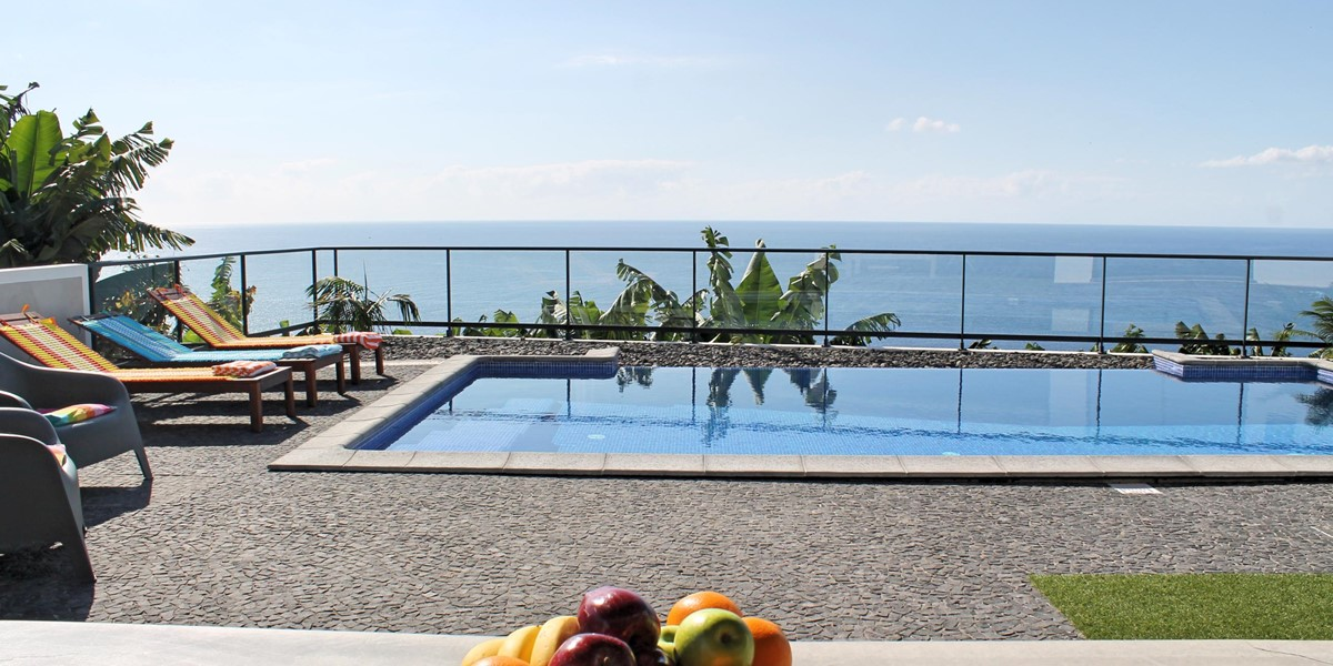 29 Our Madeira Graycis House Pool And View And Fruit 2
