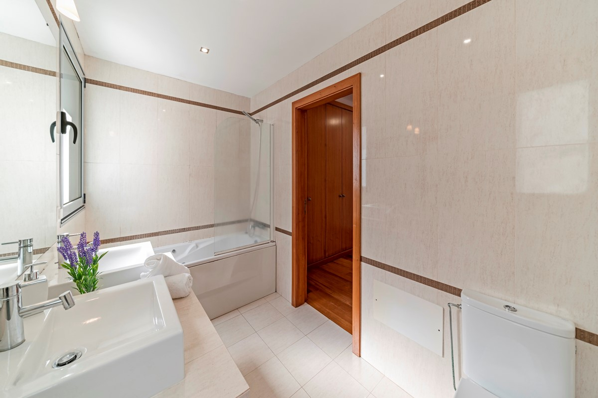 17 Our Madeira Villa Sol E Mar Bathroom