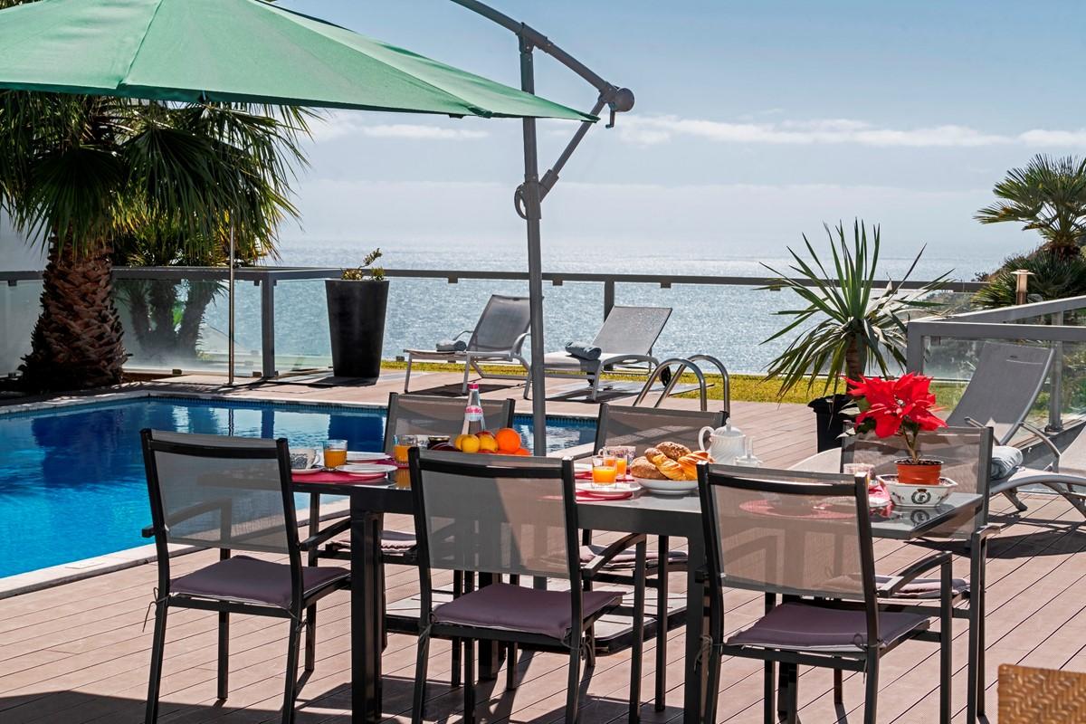 23 Our Madeira Villa Sol E Mar Table