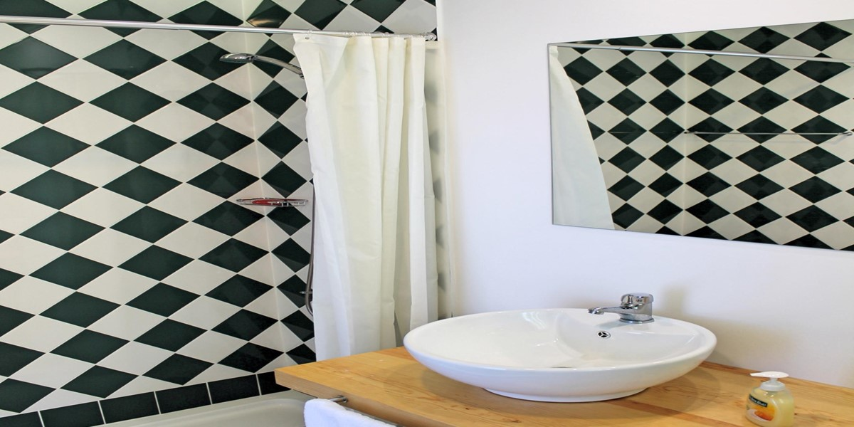 15 Our Madeira Villa Do Mar III Bathroom 1 En Suite First Floor