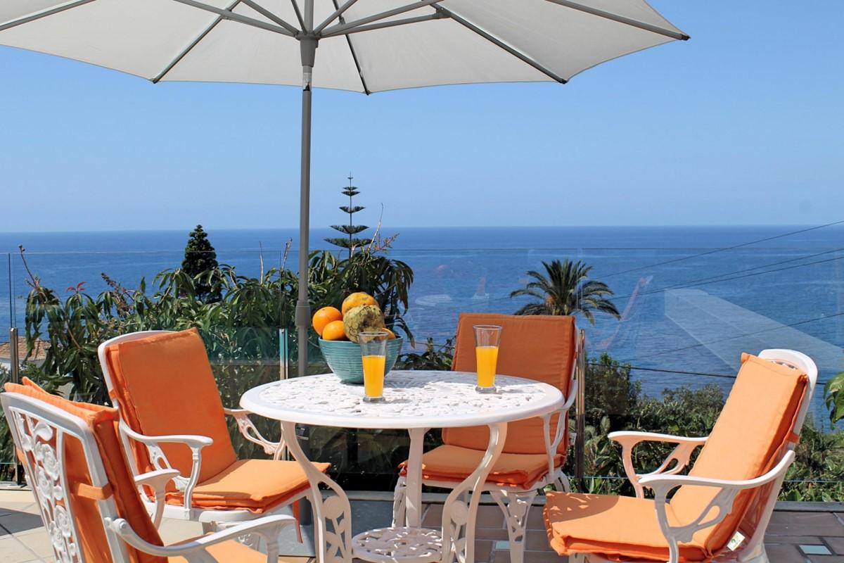 20 Our Madeira Villa Do Mar III Exterior Table View