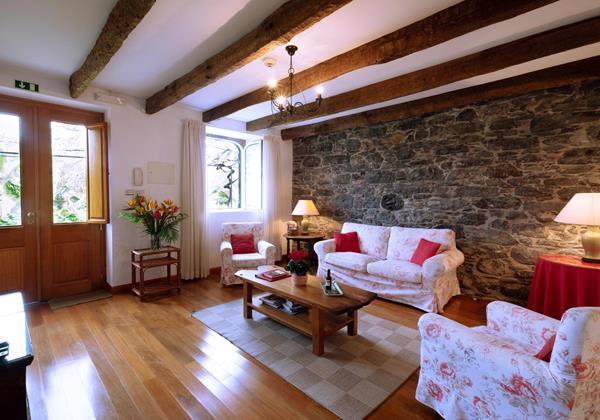 3 Our Madeira Loja Da Lenha Living Room
