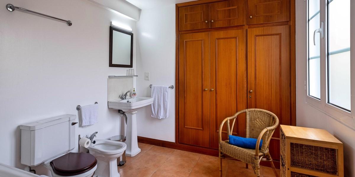 9 Our Madeira Loja Da Lenha Bathroom