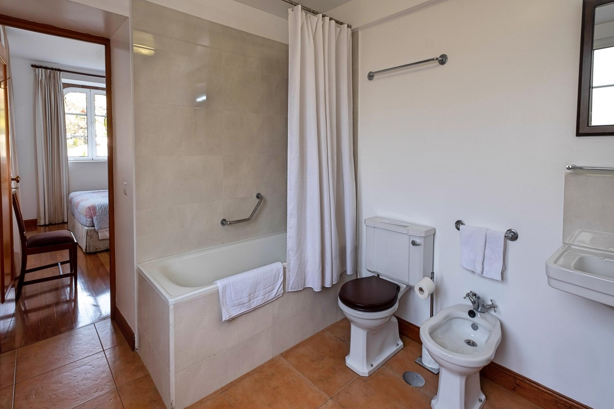 10 Our Madeira Loja Da Lenha Bathroom