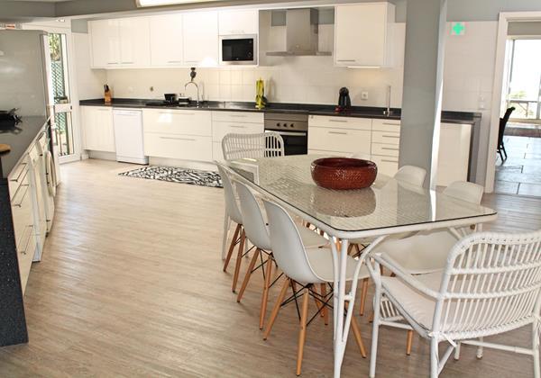 10 Ourmadeira Villa Da Falesia Kitchen And Lounge