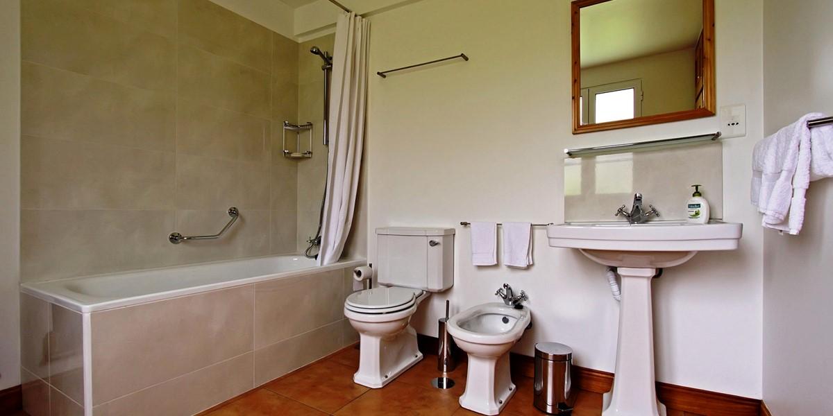 14 Our Madeira Casa Do Feitor Bathroom