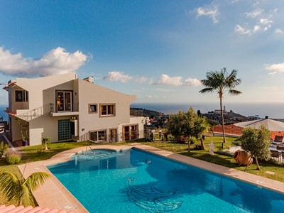 NEW Fabulous villa, Funchal, panoramic sea-view, heated pool, hot tub | BelAir