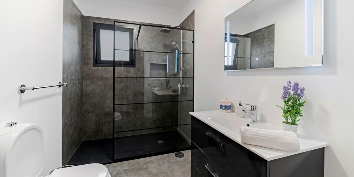 12 Our Madeira Belair Master Bathroom
