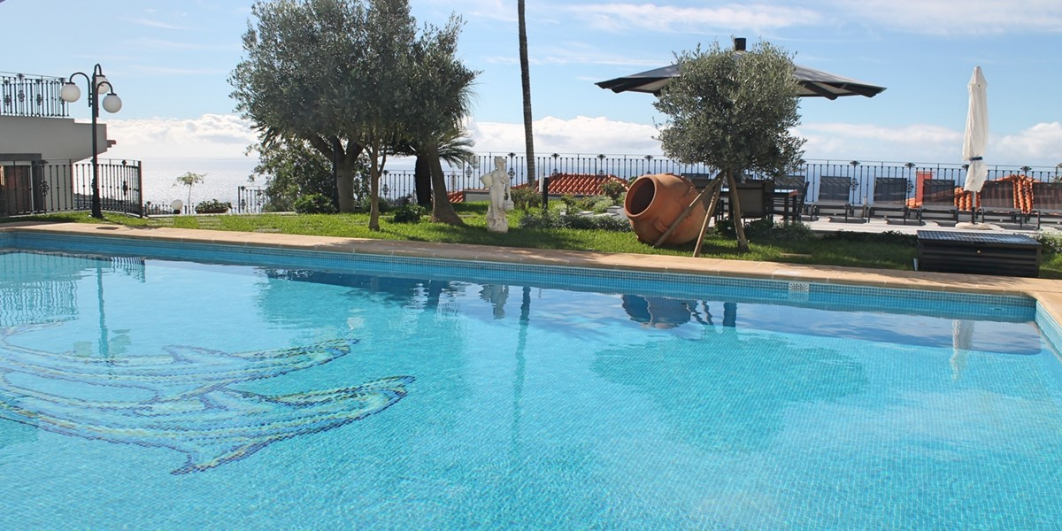 27 Ourmadeira Belair Swimming Pool And View