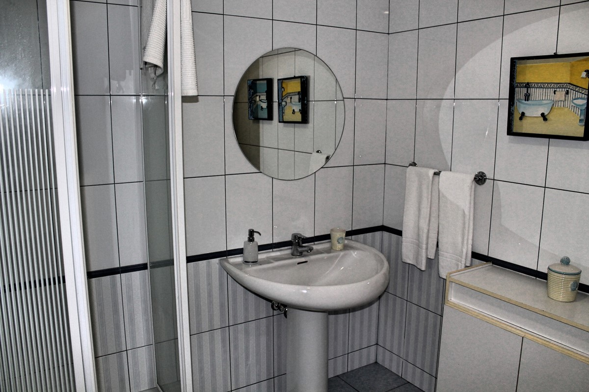 22 Our Madeira Villa Luz Bathroom Lower GF