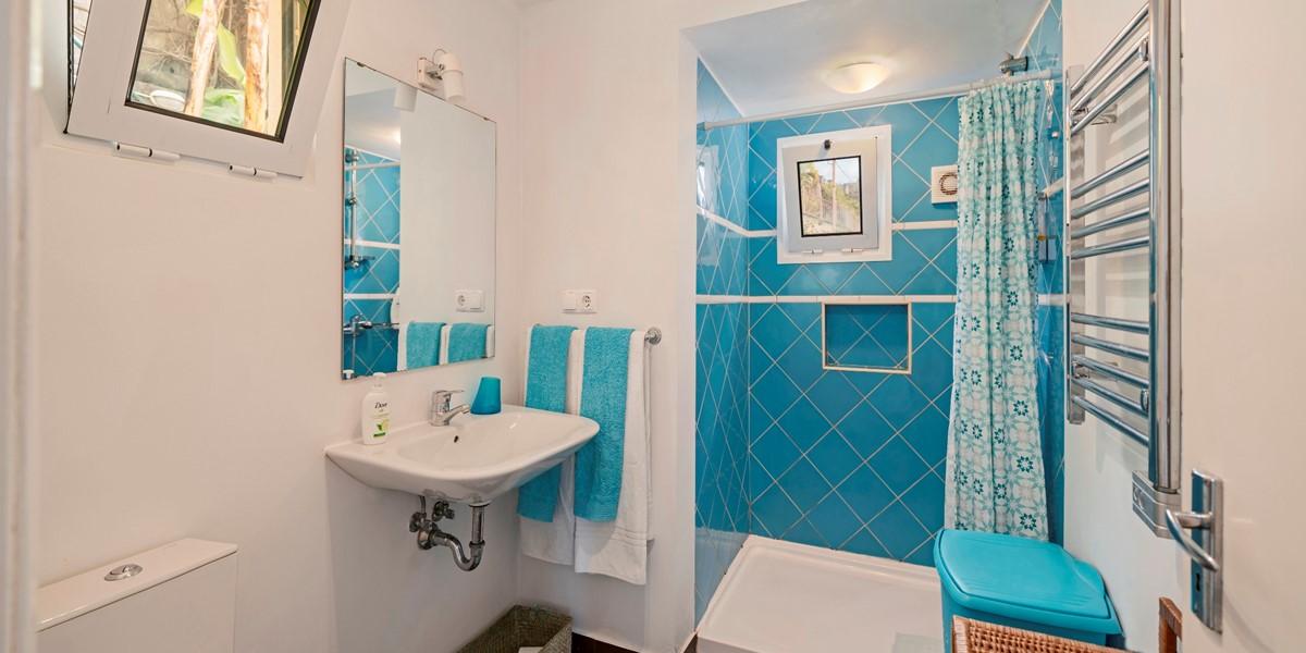 14 Our Madeira Casa Belflores Bathroom