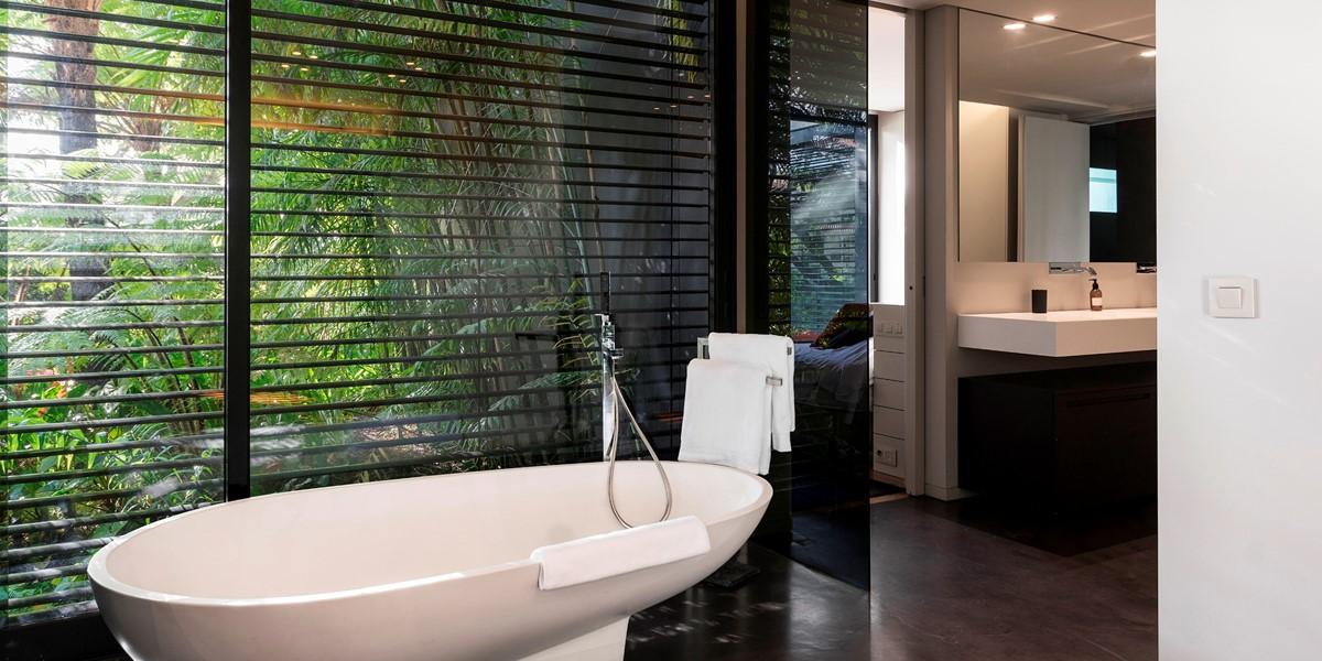 14 Our Madeira Skylounge Master Bath