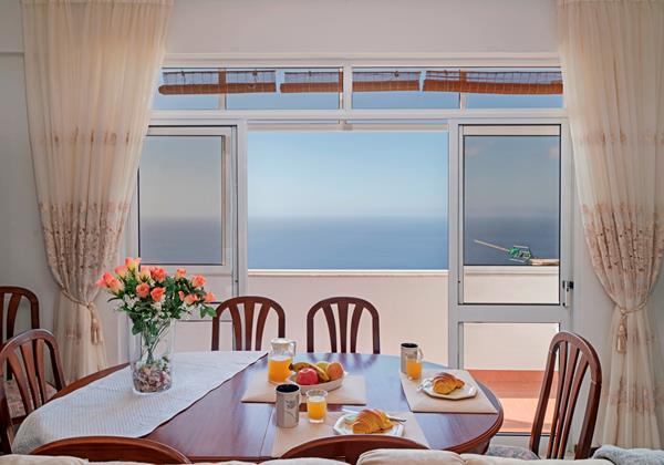 4 Our Madeira Calhetastar Apt Dining Area