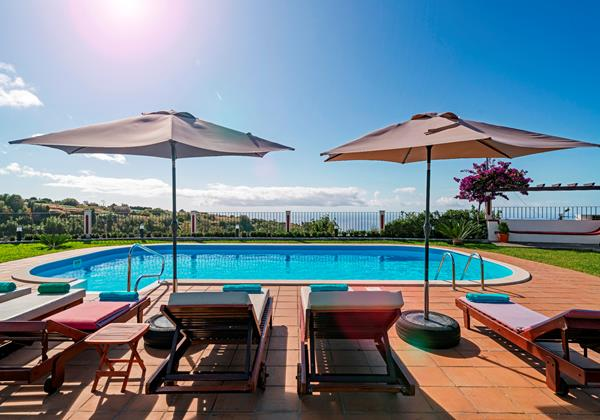 Our Madeira - Villas in Madeira with Heated Pool - Theos House