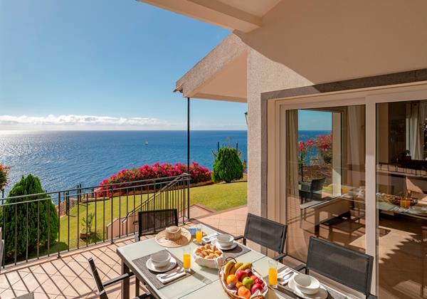 OurMadeira Villas in Madeira - Villa Albatroz AlFresco Dining