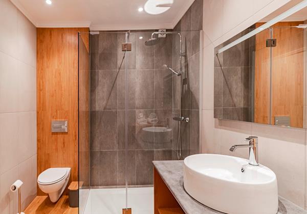 16 Our Madeira Magnolia Apartment Shower Room