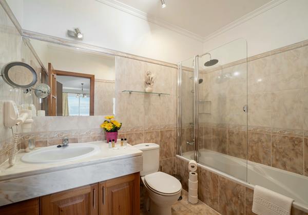 Ourmadeira Villas In Madeira Moradia Falesia Bathroom En Suite