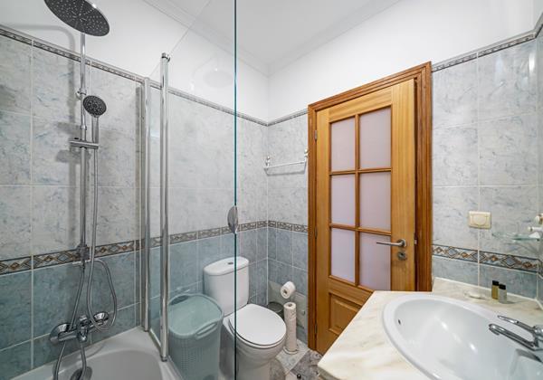 Ourmadeira Villas In Madeira Moradia Falesia Bathroom