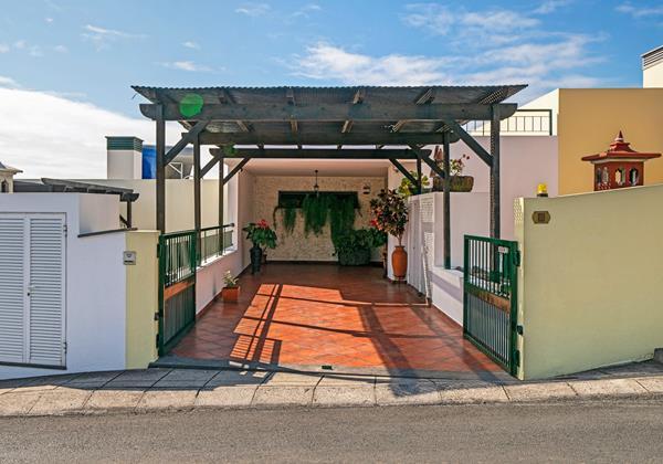 Ourmadeira Villas In Madeira Moradia Falesia Carport