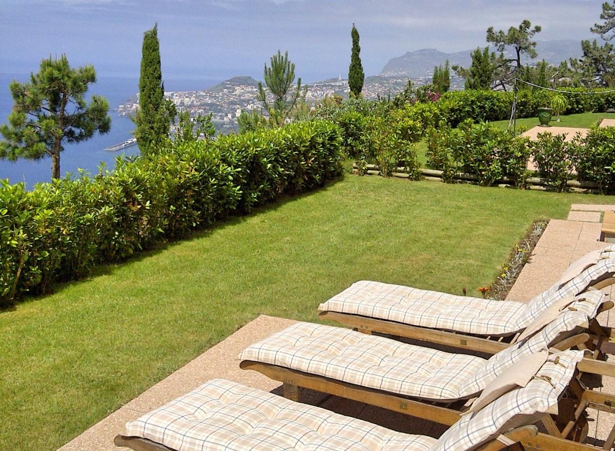 6 MHRD Casa Bela Vista Sunbeds Garden View