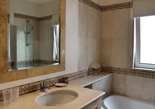 16 MHRD Casa Bela Vista Bathroom En Suite