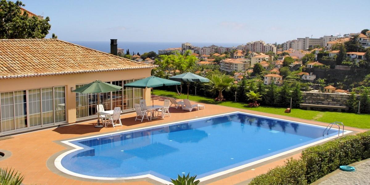 2 MHRD Casa Da Achada Pool And View
