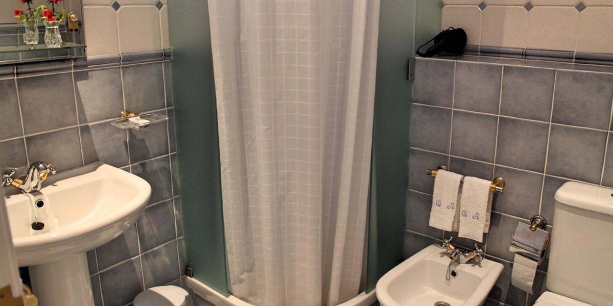 9 MHRD Casa Da Achada Shower Room