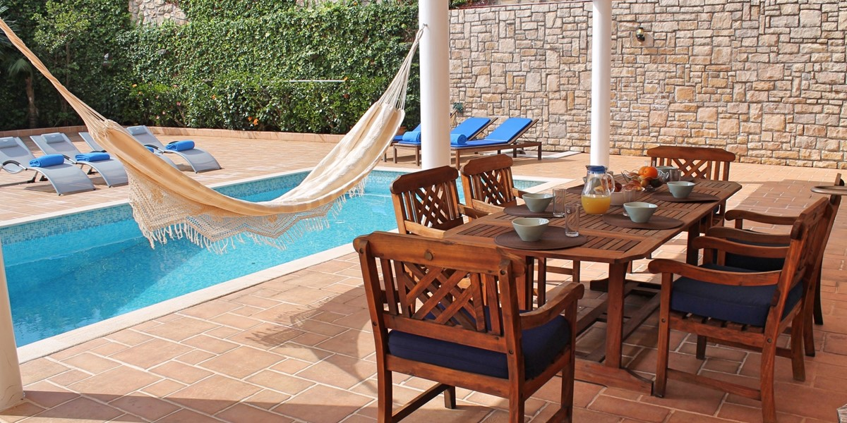 21 MHRD Casa Petronella Outdoor Eating And Pool