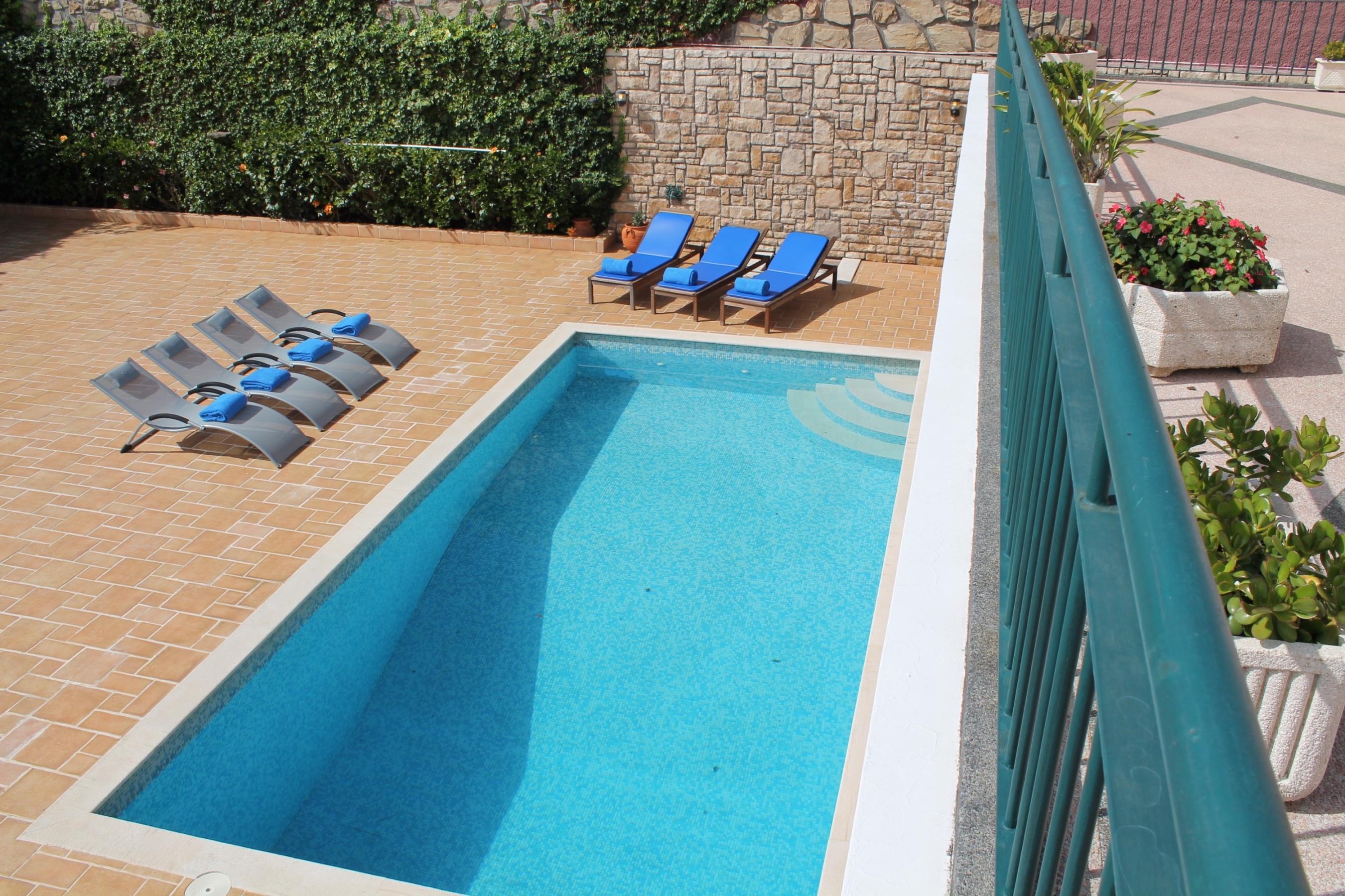 Superb refurbished villa heated pool close to facilities