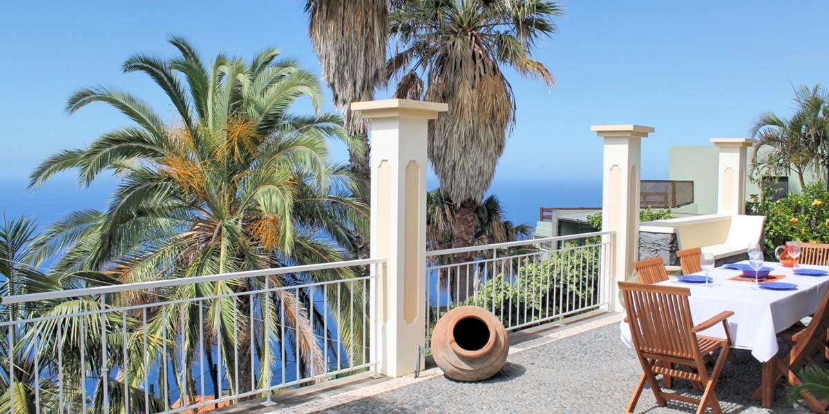6 MHRD Casa Das Neves Ext Front Terrace