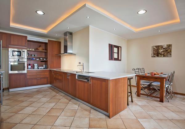 13 MHRD Casa Das Neves Kitchen Breakfast Room