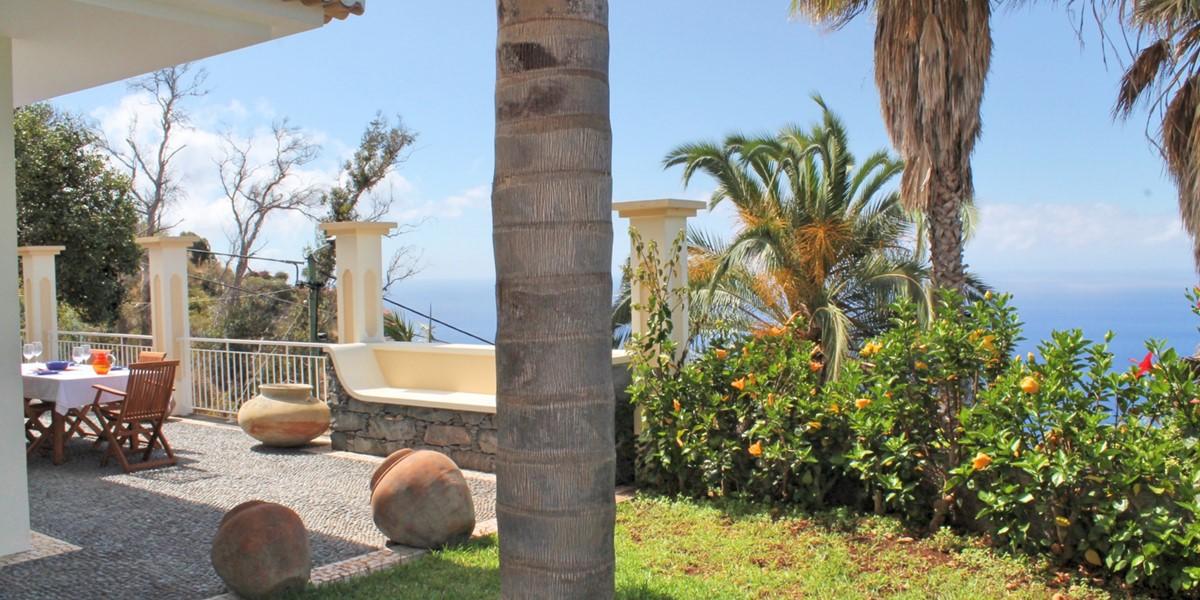 22 MHRD Casa Das Neves Ext Garden Front Terrace View