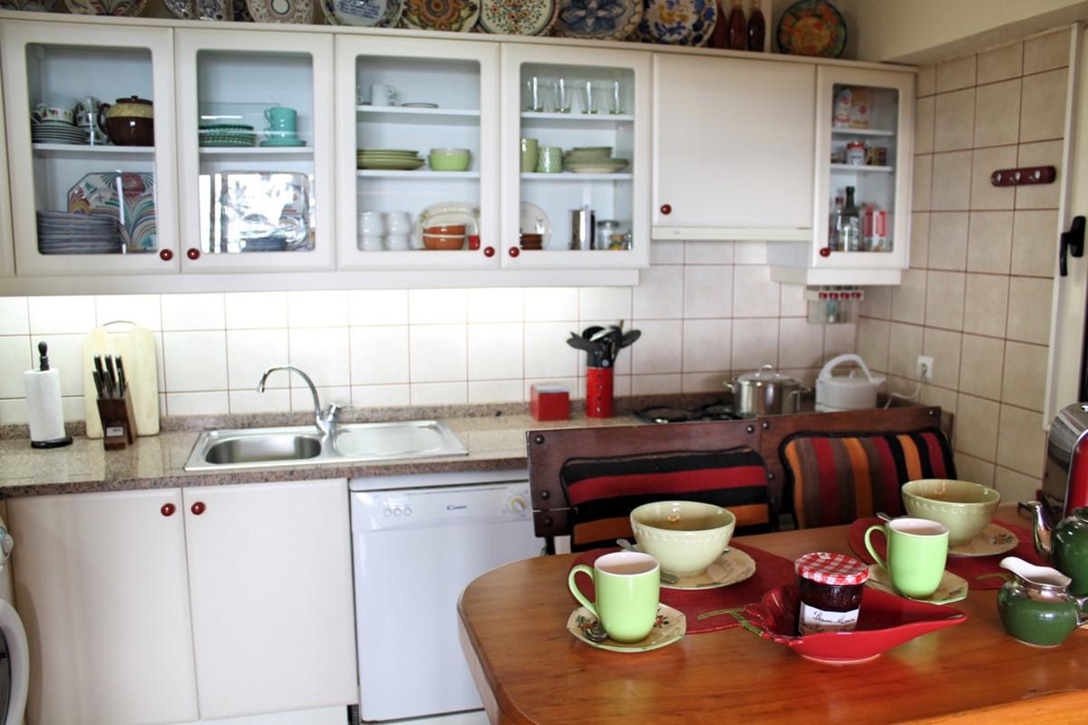 6 MHRD Escapada Dos Cavaleiros Casa Paddock Kitchen Breakfast Counter