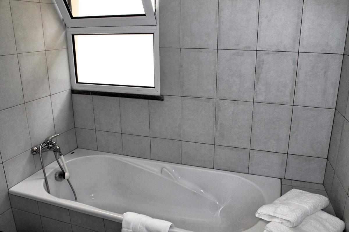 16 MHRD Casa Vigia Mar Bathroom Family