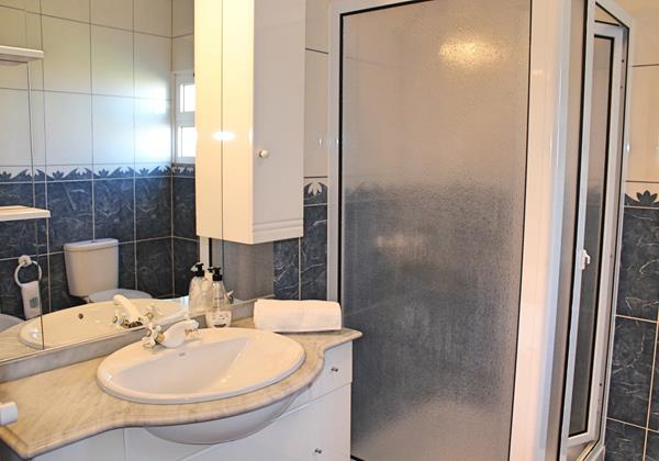 11 MHRD Casa Vista Bela Bathroom En Suite GF