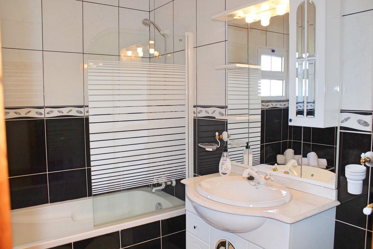 12 MHRD Casa Vista Bela Bathroom Family GF