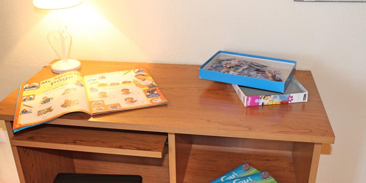 17 MHRD Casa Vista Bela Kids Desk 1St FL