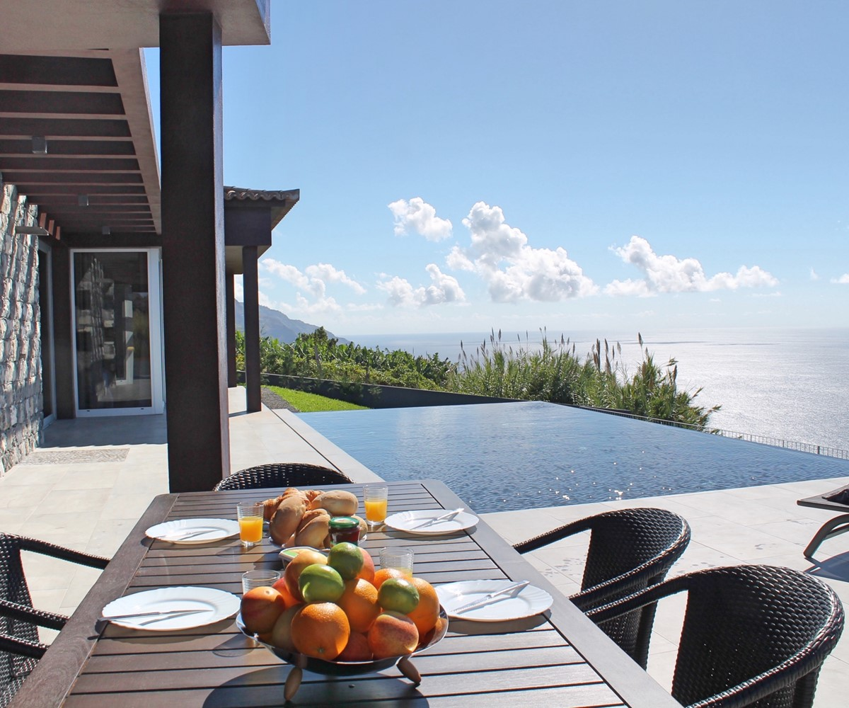 1 MHRD Cliffscape Exterior Dining And Pool West 2