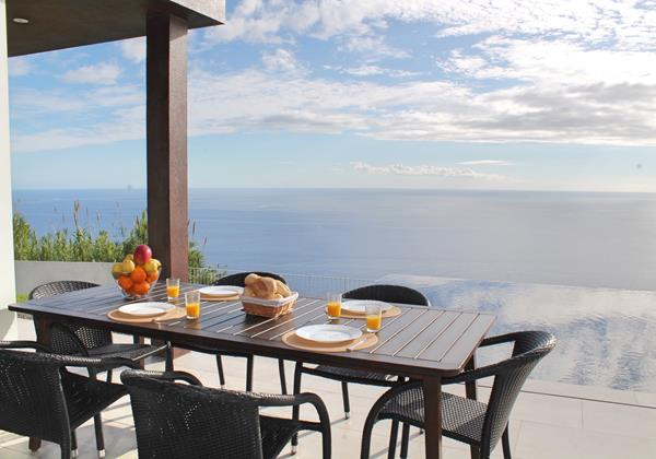 5 MHRD Cliffscape Outdoor Dining Pool And View