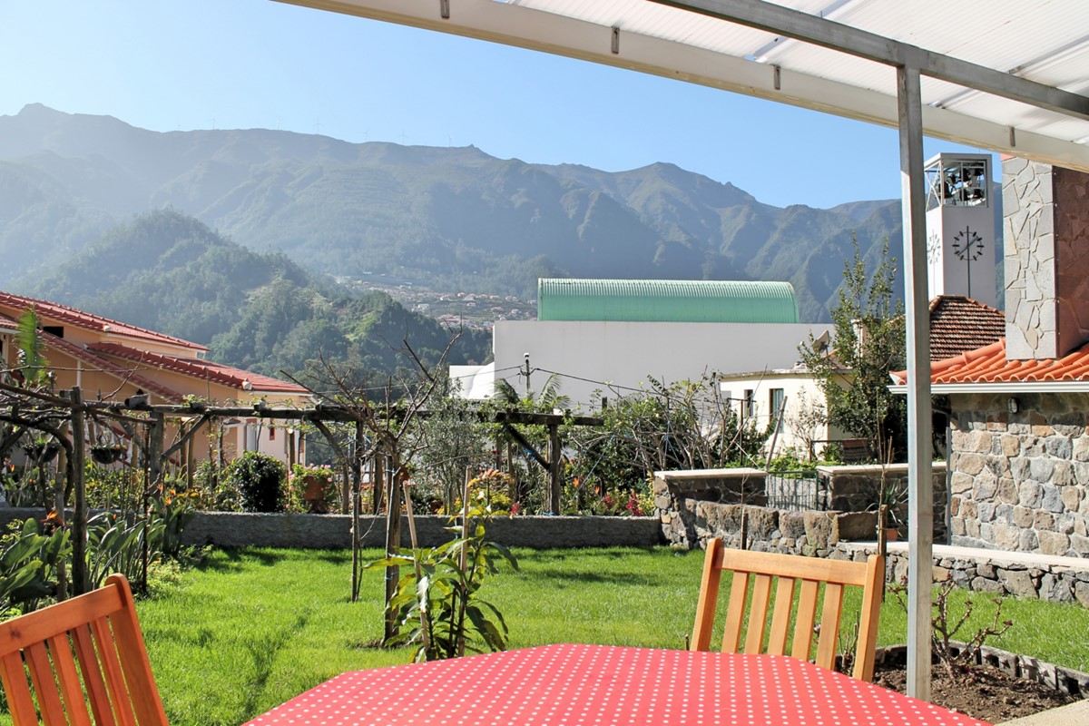 3 MHRD Dinis Country House Lawn And View