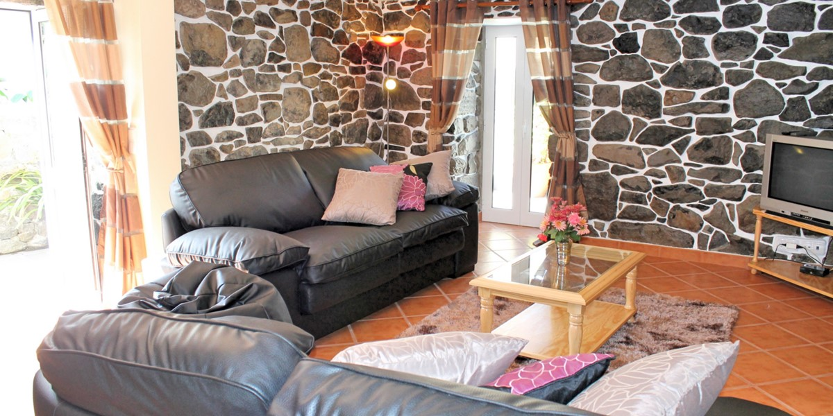 5 MHRD Dinis Country Cottage Lounge And Doors