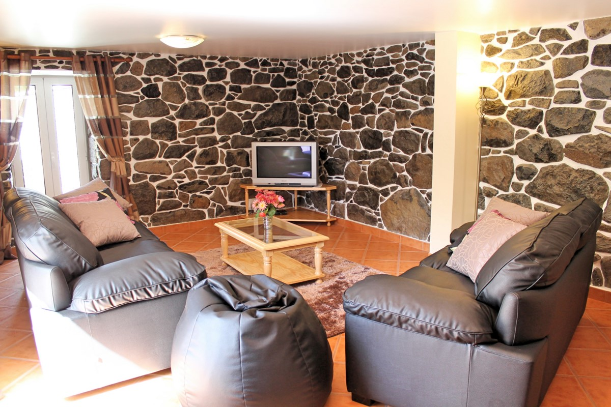 6 MHRD Dinis Country Cottage Lounge