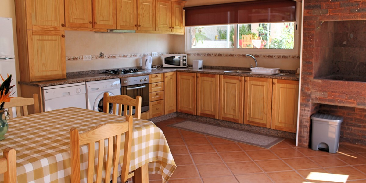 7 MHRD Dinis Country Cottage Kitchen And Barbecue