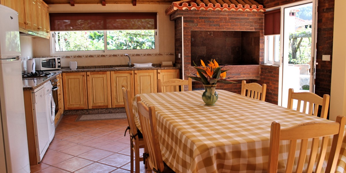 9 MHRD Dinis Country Cottage Open Plan Dining Kitchen