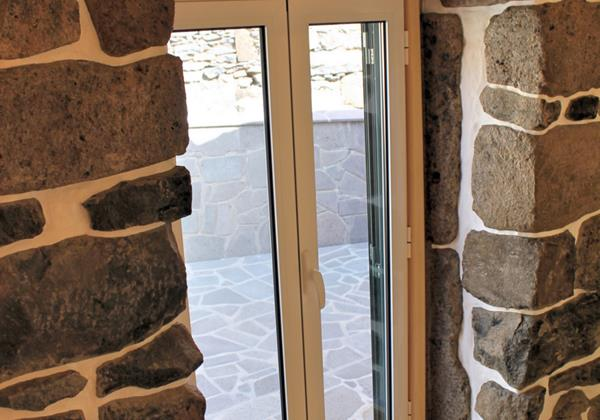 15 MHRD Dinis Country Cottage Stone Finish