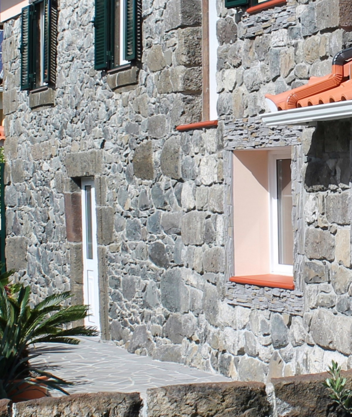16 MHRD Dinis Country Cottage Stone Finishings