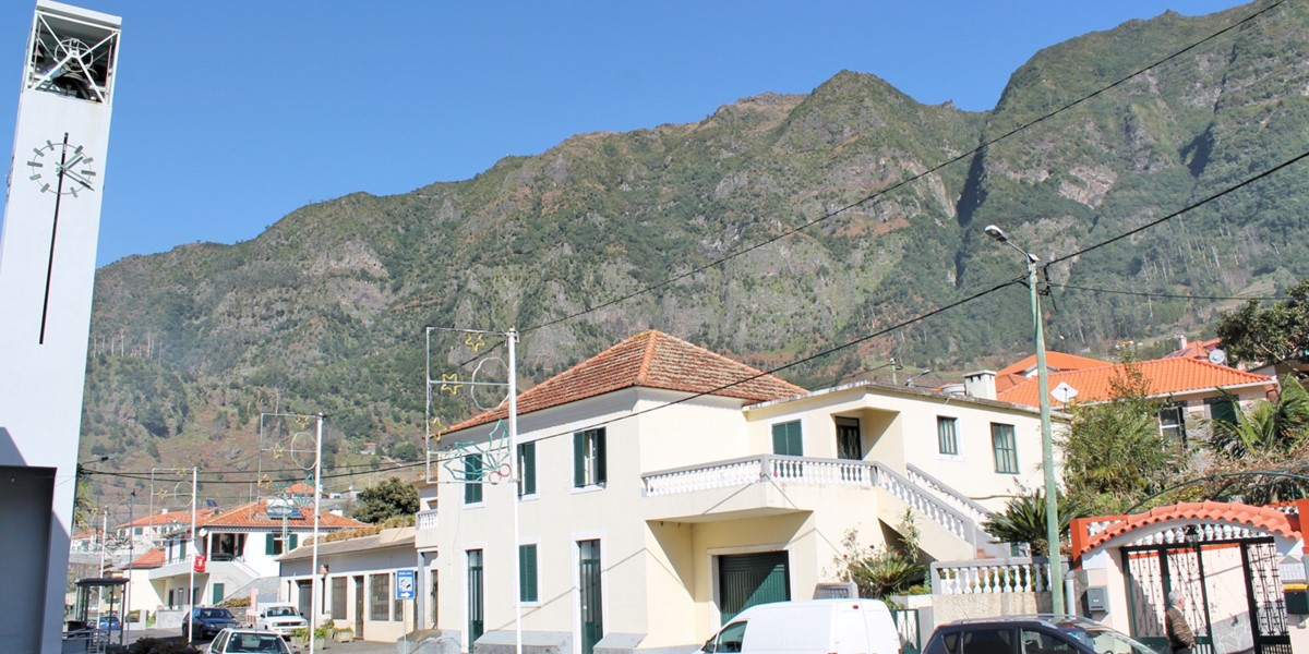 22 MHRD Dinis Country Cottage Lameiros Village Backdrop 1